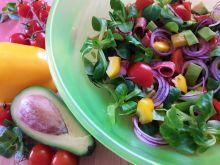 Kolorowa sałatka z salami