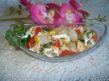 Kolorowa sałatka z suszonymi jabłkami