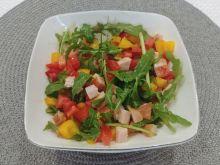 Kolorowa sałatka z szynką