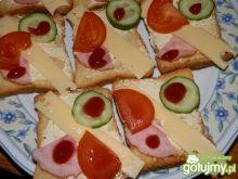 Kolorowe kanapki na sucharkach