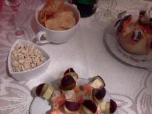 Kolorowe koreczki z buraczkiem konserw.