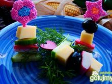 Kolorowe koreczki z surimi