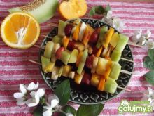 Kolorowe owocowe szaszłyki