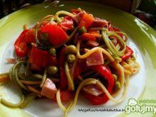 Kolorowe spaghetti z papryką