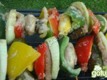 Kolorowe szaszłyki z szynką wieprzową