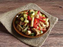 Kolorowe warzywa z kurczakiem gyros