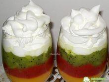 Kolorowy deser owocowy