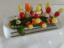 Kolorowy krokodyl z koreczkami