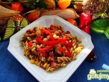 Kolorowy makaron razowy z ziołami
