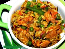 Kolorowy ryż z warzywami i indykiem