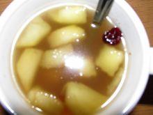 Kompot jabłkowo-cynamonowy z owocami żurawiny
