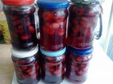 Kompot z truskawek z rabarbarem oraz owocami bzu