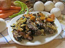 Koperkowa karkówka pieczona z warzywami