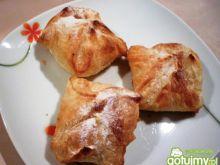 Koperty z ciasta francuskiego z jabłkami