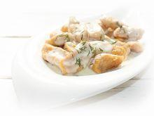 Kopytka paprykowe w sosie serowo koperkowym