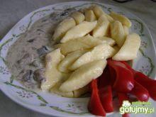 Kopytka serowe z sosem z grzybów leśnych
