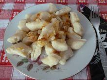 Kopytka z cebulkową okrasą