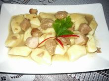 Kopytka z gulaszem wieprzowym