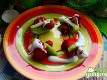 Koreczki owocowe z sosem waniliowym