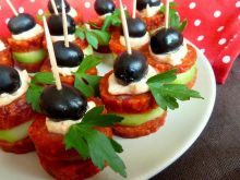 Koreczki sylwestrowe z salami i ogórkiem