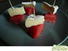Koreczki z arbuzem i camembertem