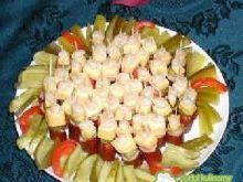 Koreczki z kabanosem i cebulką koktajlow