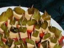 Koreczki z kabanosem, serem i papryką