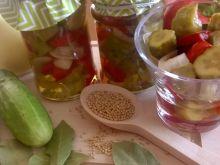 Koreczki z ogórków i papryki
