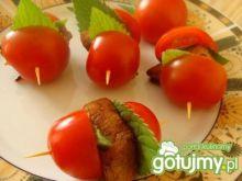 Koreczki z pomidorkami cherry
