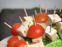 Koreczki z sera brie i pomidorków cherry