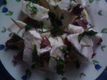 Koreczki z serem kozim.