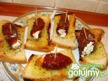 Koreczki z suszonych pomidorów