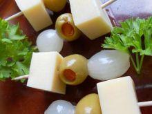 Koreczki z żółtym serem