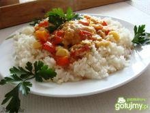 Kotleciki sojowe w jarzynce z ryżem