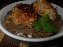 Kotleciki z kapustą i sosem pieczarkowym