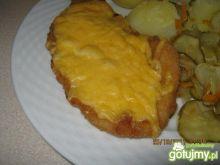 Kotlet z kurczaka zapieczony z serem.