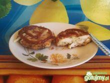 Kotlet z otrębami i żółtym serem.