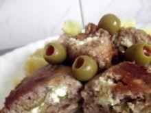 Kotlety mielone nadziewane fetą i oliwką