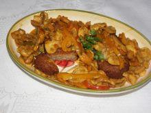 Kotlety rybne w warzywach