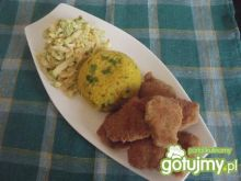 Kotlety sojowe z żółtym ryżem i surówką