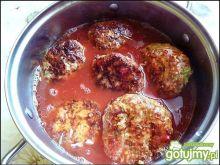 Kotlety z kapustą w sosie pomidorowym