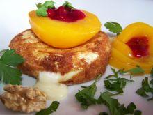 Kotlety z sera camembert z brzoskwinią i żurawiną