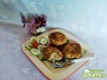 Kotlety z żółtym serem i manną.