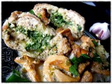 Kotlety ze szpinakiem i kurkowym sosem
