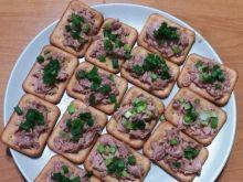 Krakersowe kanapeczki z tuńczykiem