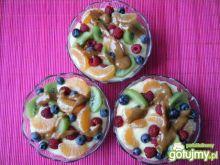 Krem czekoladowo-waniliowy z owocami