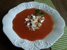 Krem pomidorowy z prażonymi migdałami i camembert