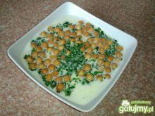 Krem serowy z zieleniną i groszkiem