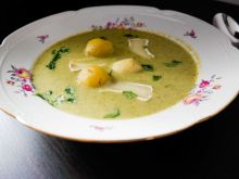 Krem z brokułów z ziemniakami i serem pleśniowym