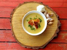 Krem ziemniaczano – czosnkowy z grzankami